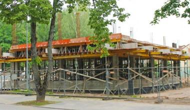 """Birštono daugiafunkcinio centro statybose - """"Transrifus"""" klojiniai"""