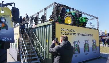 Jūriniai konteineriai - platforma traktoriui