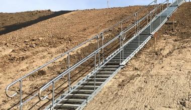 """Laikini laiptai kelio A1 prie """"Megos"""" rekonstrukcijoje"""