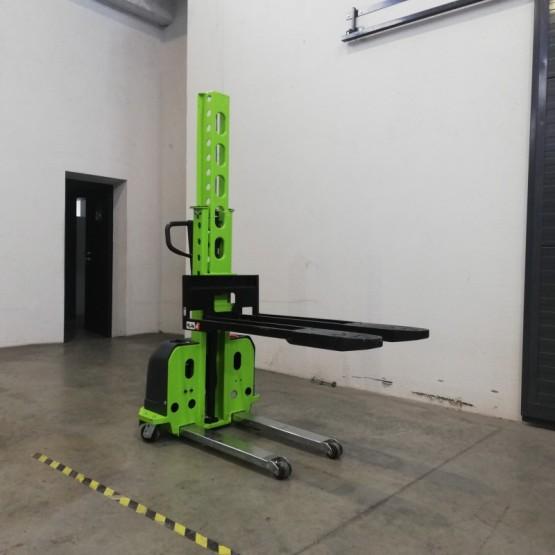 Savaime pasikeliantis palečių keltuvas (self-loading) 500 kg