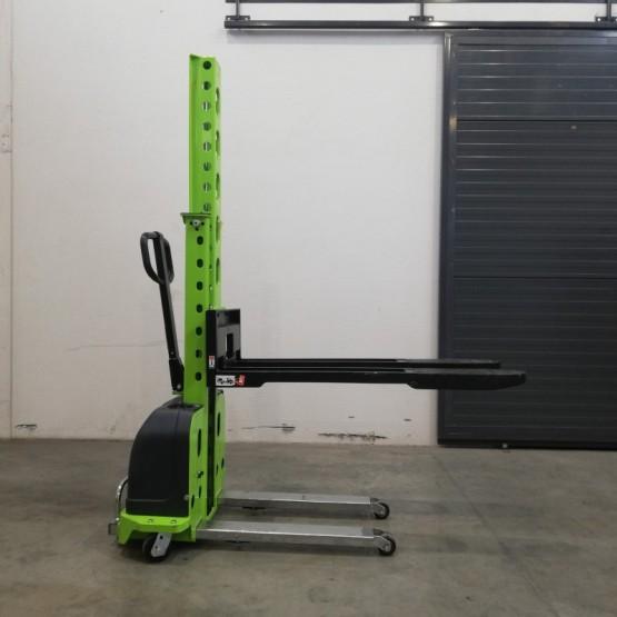 Savaime įsikeliantis palečių keltuvas (self-loading) 500 kg