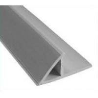 Пластиковый уголок треугольник с фланцем 2,5m 10мм