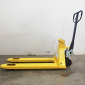 Manual weighing pallet truck