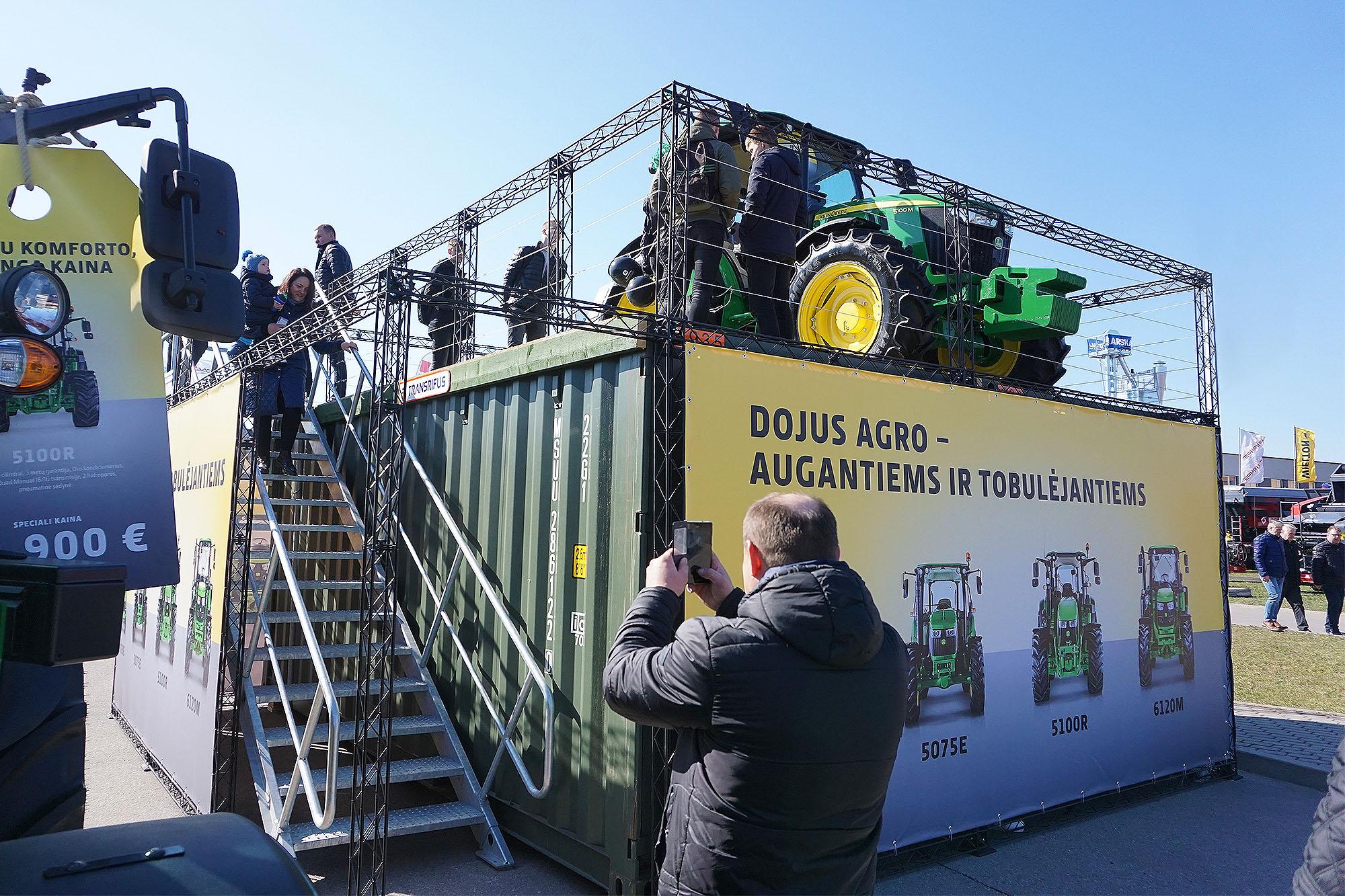 Jūrinis konteineris - platforma traktoriui